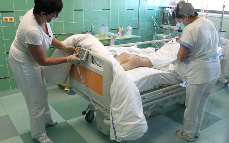 Jihlavská nemocnice kupuje plicní ventilátory, pomoci může i veřejnost