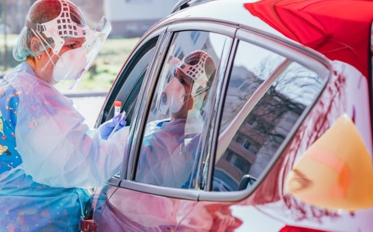 KNTB Zlín: Odběry okýnkem auta zavedla i zlínská nemocnice