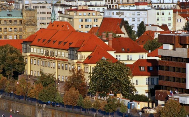 PRAHA: Ráno vyjel do pražských domovů pro seniory první mobilní očkovací tým