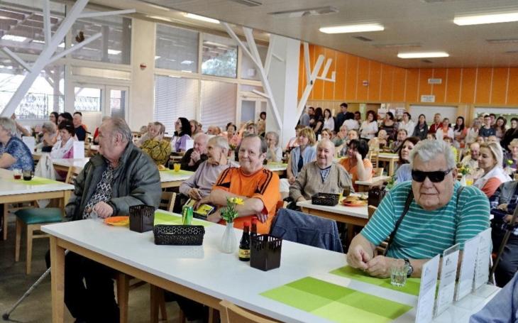 Středočeský kraj: O seniory v domovech je postaráno