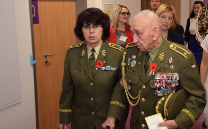ÚVN Praha: Armáda proti koronaviru. Vojáci v první linii i v týlu s veterány