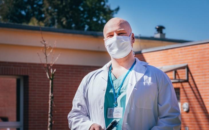 KNTB Zlín: Student-záchranář Robin Chernel: Pomáhat ve zlínské nemocnici beru jako svou povinnost