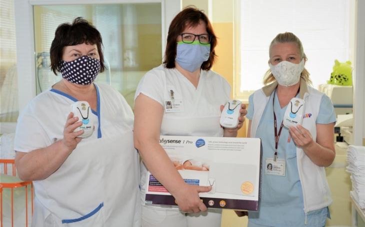 Nemocnice v Uherském Hradišti a Kroměříži: Nové monitory dechu musely k dětem poštou