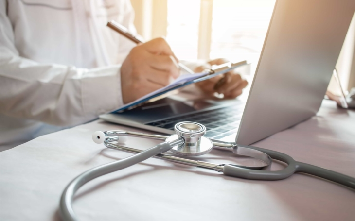 Nemocnice ohroženy? Výstraha NÚKIB. Nebezpečí útoků roste