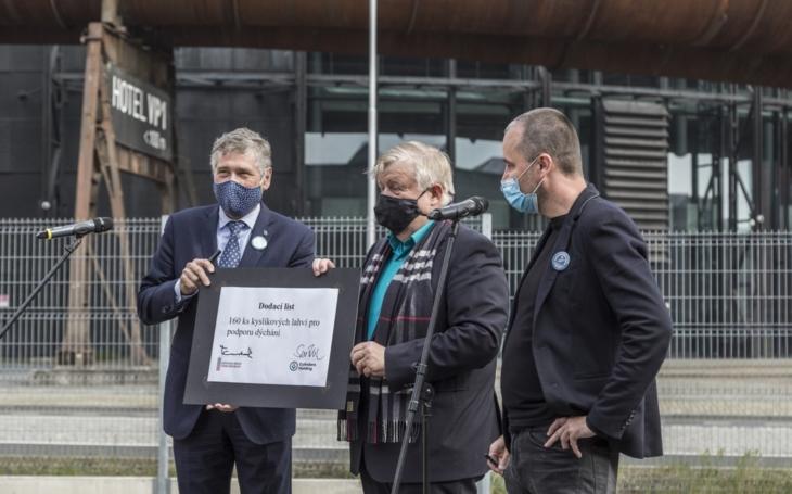 AK ČR: Kraje převzaly 160 medicinálních lahví na kyslík pro dýchání