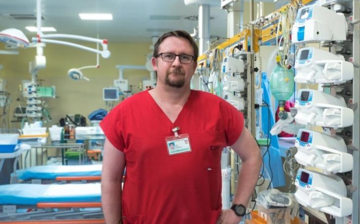 FN Brno: MUDr. Martin Doleček z Oddělení urgentního příjmu: Dušnost neznamená jen covidovou pneumonii