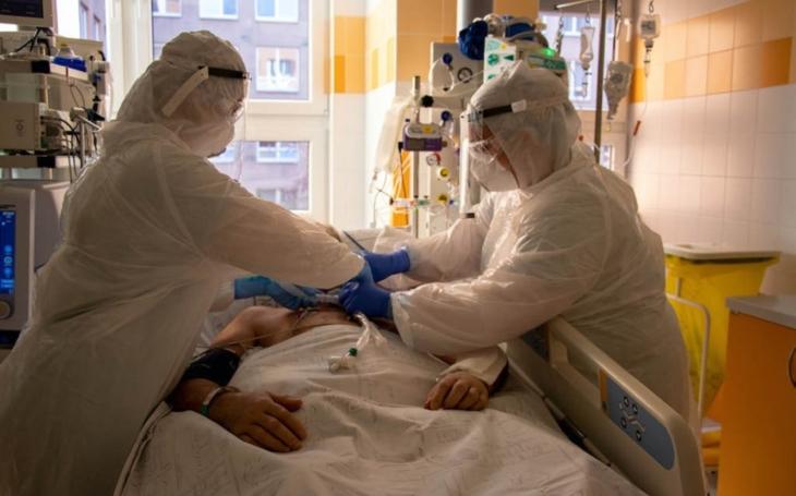 FN Ostrava: Pozitivním pacientům COVID-19 začali lékaři aplikovat krevní plazmu