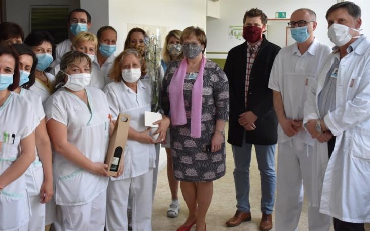 Vsetínská nemocnice: Poděkování paní primářce RNDr. Anně Sekáčové
