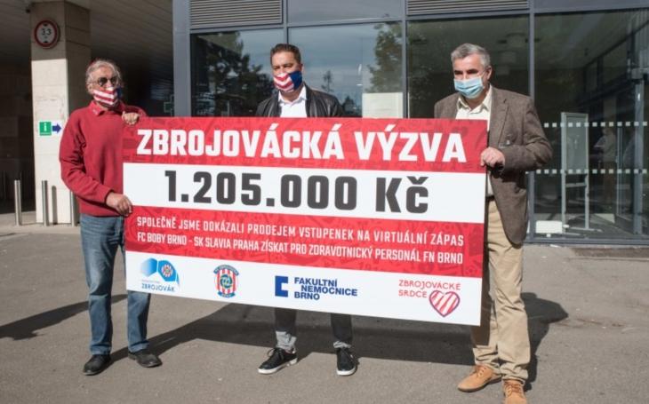 Fotbalisté a fanoušci Zbrojovky Brno podpořili zdravotníky FN Brno. Přidala se i SK Slavia Praha