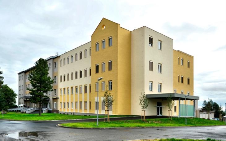 Chebská nemocnice se po covidovém poplachu vrací do normálního provozu