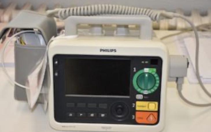 Vsetínská nemocnice: Nové moderní EKG, defibrilátor i odsávačky na oddělení následné péče
