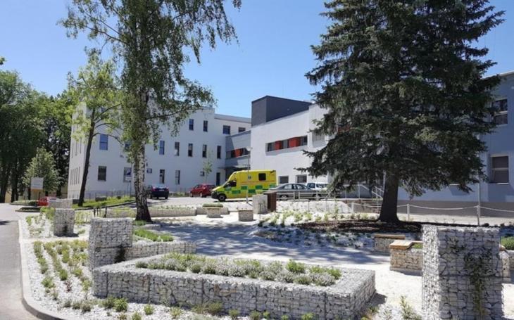 Nemocnice Strakonice: V nemocnicích nadále platí povinnost nosit ochranné prostředky dýchacích cest