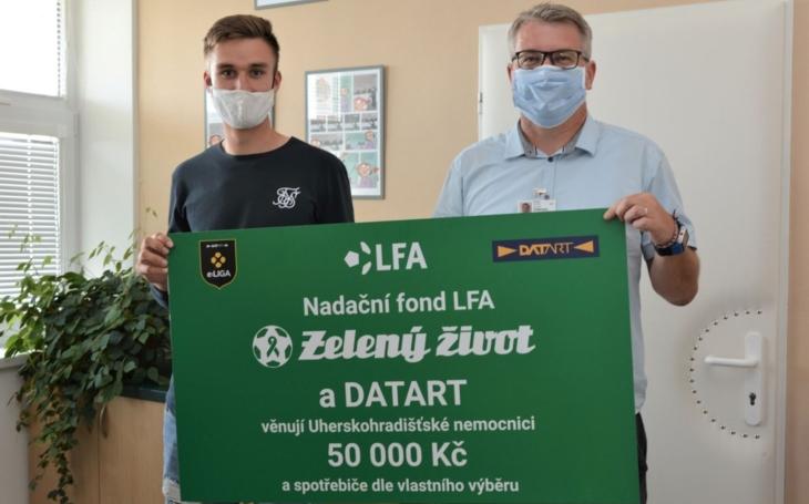 Brankář Matouš Trmal a společnosti Colorlak a DATART podpořili Uherskohradišťskou nemocnici