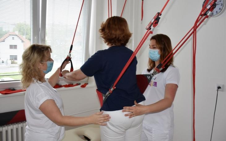 Vsetínská nemocnice: Pro léčbu chronické bolesti využívá rehabilitační oddělení nový závěsný systém