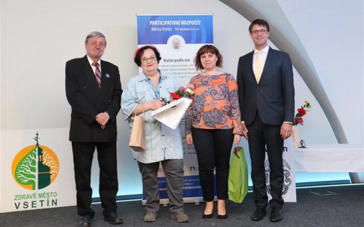 Vsetínská nemocnice: Cenu pro dobrovolníky Křesadlo získaly Vlasta Březovská a Denisa Čermáková
