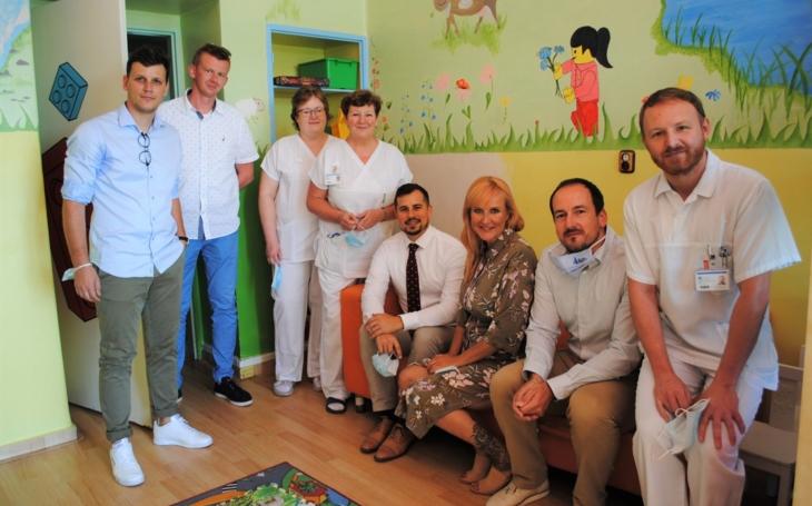 Kladenská nemocnice dostala dar od Kapky naděje