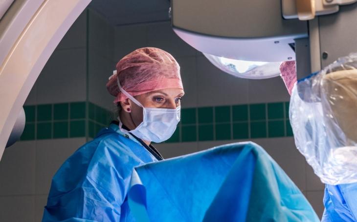 KNTB: Zlínští kardiologové použili jako první u nás stent pro vyztužení cévy o neobvykle velkém průměru