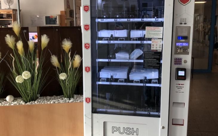 Nemocnice Jihlava: Při návštěvě využijte nový rouškomat s jednorázovými ústenkami