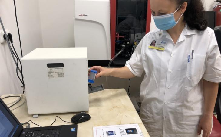 FN Ostrava zpracovala první vzorky na covid-19 ve své laboratoři