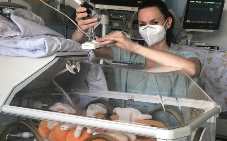 FN Ostrava: Roste zájem rodičů o sledování nedonošených novorozenců pomocí kamery