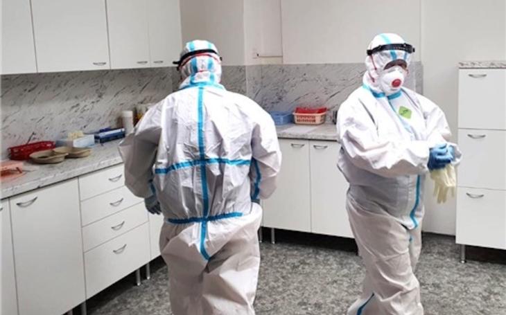 Krajská zdravotní rozšiřuje v teplické nemocnici provozní dobu odběrového místa pro testy na nákazu způsobující onemocnění COVID-19