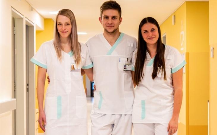 FN Olomouc: Kurz sanitář letos proběhl navzdory epidemii COVID-19. Jeho absolventi si pochvalují pracovní uplatnění