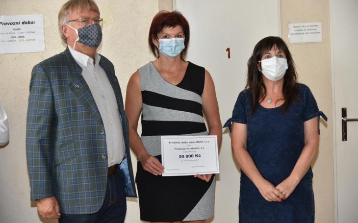 Nemocnice Strakonice: Technické služby města Blatné věnovaly finanční dar ve výši 50 tisíc korun