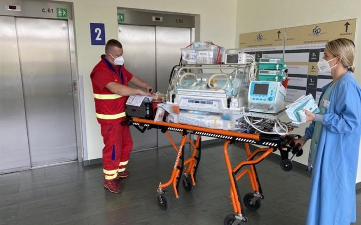 FN Ostrava: Speciální sanitka převáží nejmenší pacienty na Oddělení neonatologie