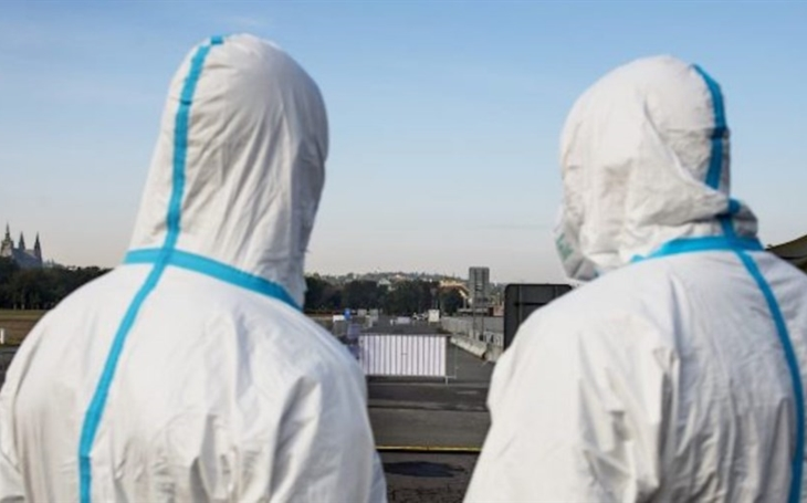 iRozhlas ONLINE: V neděli zatím přibylo 541 nových případů nového koronaviru. Dalších 34 lidí zemřelo