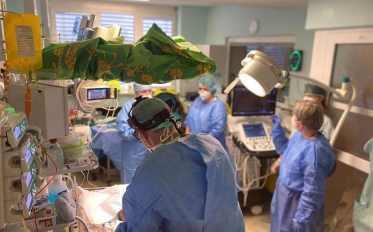 FN Ostrava: Na Oddělení neonatologie přiletěl ECMO tým