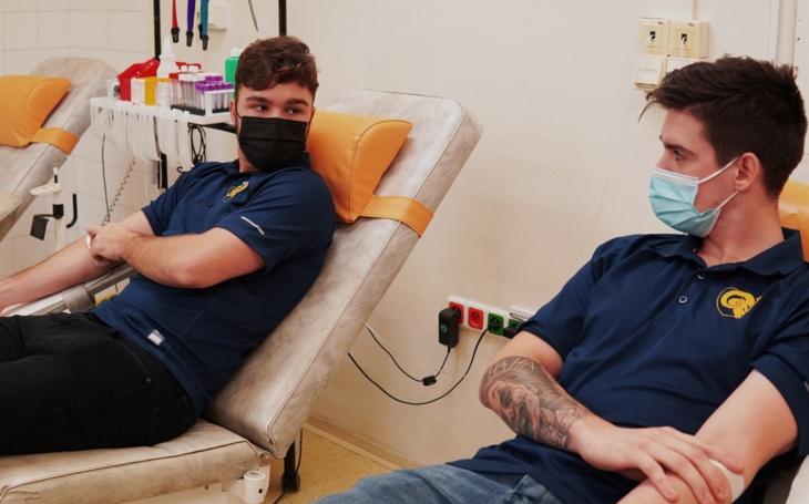 KNTB Zlín: Hokejisté Zlína dnes darovali rekonvalescentní plazmu, ještě tento týden ji dostanou pacienti s covidem