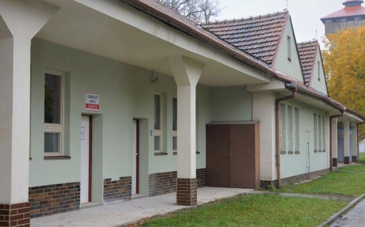 Uherskohradišťská nemocnice: Odběrové místo pro COVID-19 je v nově v prostorách u nákladní brány