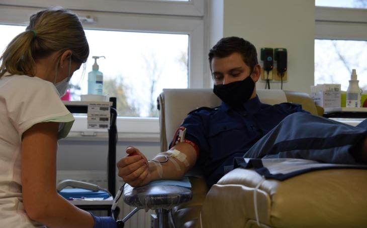 FN Ostrava: Příslušníci Vězeňské služby ČR přišli hromadně darovat krev