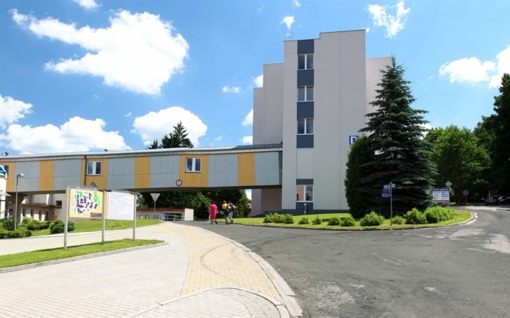 Oblastní nemocnice Trutnov začíná opět vyšetřovat samoplátce na Covid-19