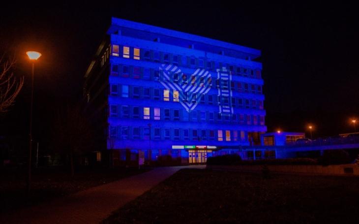 Nemocnice ve Zlíně se včera rozzářila symboly dobra a energie v rámci akce Světlo lékařům