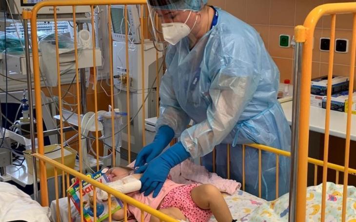 Thomayerova nemocnice: Třináctiměsíční Lucinka trpící spinální svalovou atrofií dostala nejdražší lék světa!