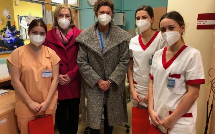 FN Ostrava: Studentům patří za jejich pomoc v nemocnici poděkování