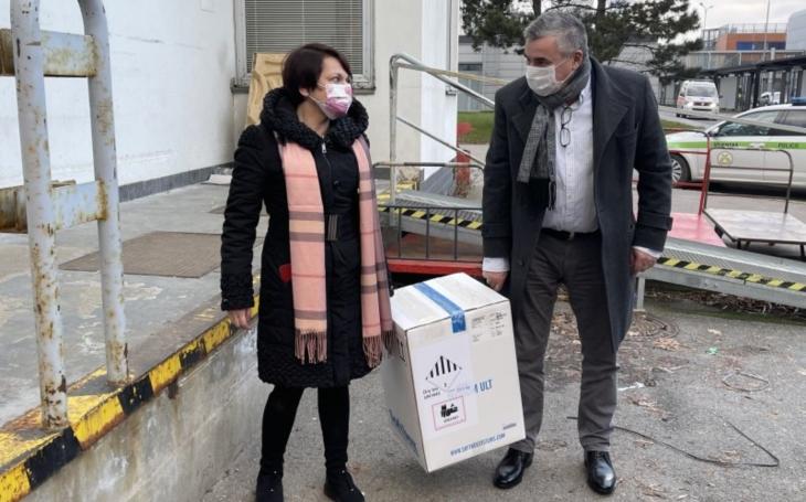 První vakcíny proti Covidu 19, už jsou ve FN Brno