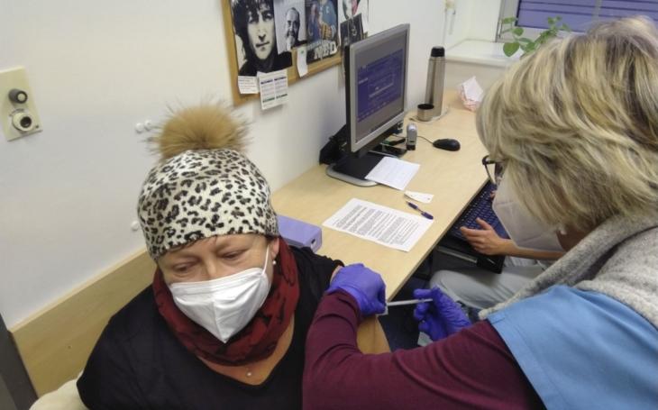 FN Hradec Králové: Nemocnice zahájila očkování proti onemocnění COVID-19
