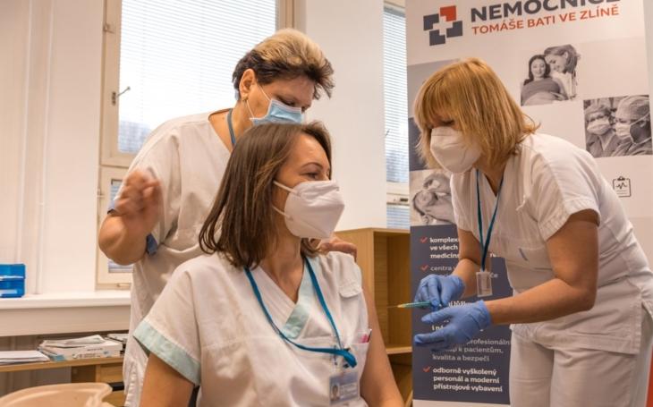 Zlínský kraj: Očkování začalo, během dvou dnů dostane vakcínu bezmála dvanáct set zdravotníků