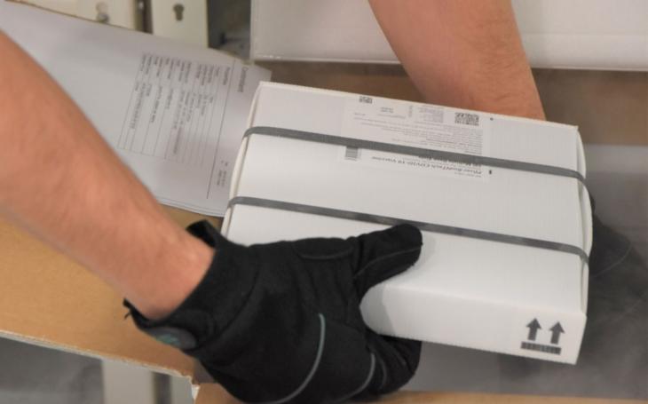 Nemocnice Zlín: Nový hlubokomrazicí box pro skladování vakcíny proti covidu už slouží v lékárně