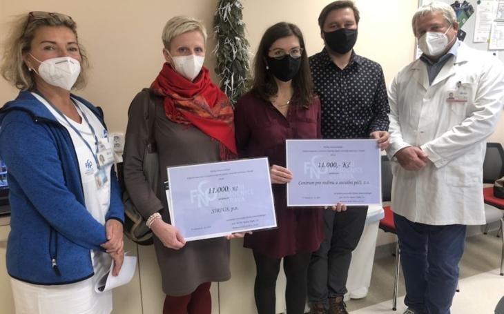 FN Ostrava: Zaměstnanci Kliniky hematoonkologie darovali 22 000 korun potřebným