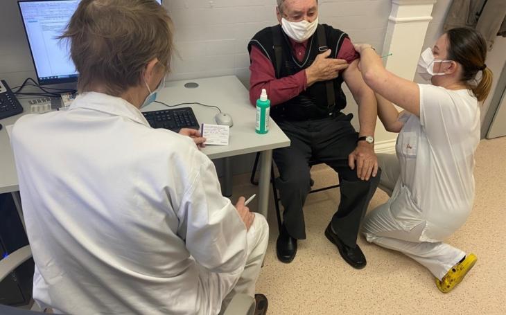 FNUSA Brno: Začalo očkování seniorů