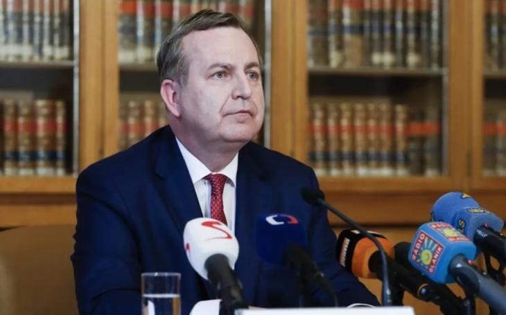 Novinky.cz: Rektor UK Zima leží ve vážném stavu v nemocnici, má covid