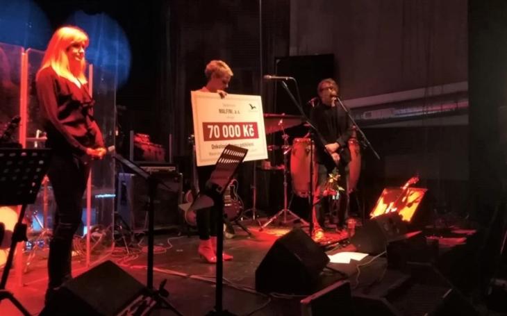 Členové kapely The Boom poslali zdravotníkům ústecké onkologie výtěžek z charitativního koncertu