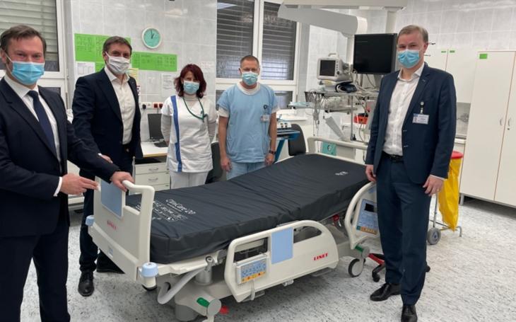 Nemocnice České Budějovice převzala od společnosti LINET hlavní cenu za vítězství v anketě Nemocnice ČR 2020