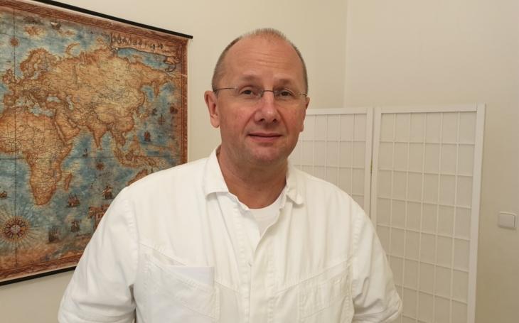 """Ambulantní specialisté jsou proti povinné službě v nemocnicích: """"Nejsme proočkovaní"""""""