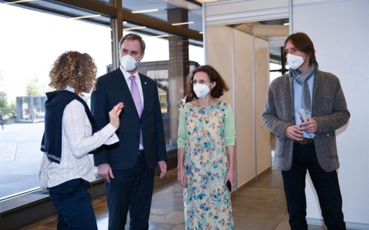 PRAHA: Metropolitní očkovací centrum funguje v pilotním režimu