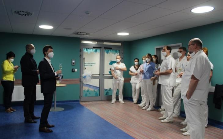 Náchodská nemocnice: Nové pavilony začínají sloužit prvnímu oddělení