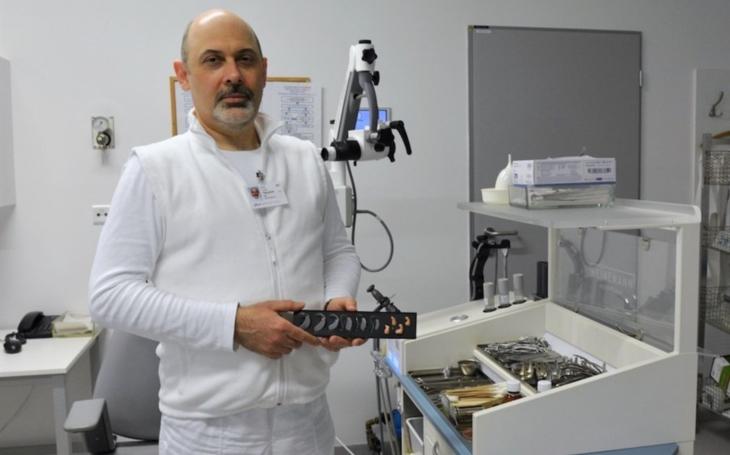 Uherskohradišťská nemocnice rozšířila služby ambulance ORL o výdej a seřizování sluchadel